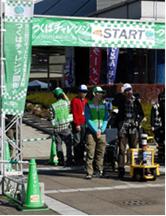 写真3:自律移動ロボット(Bright Star V)とつくばチャレンジ2012競技風景