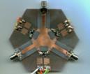 図4 人工ジャイロ磁性によるマイクロ波サーキュレータ